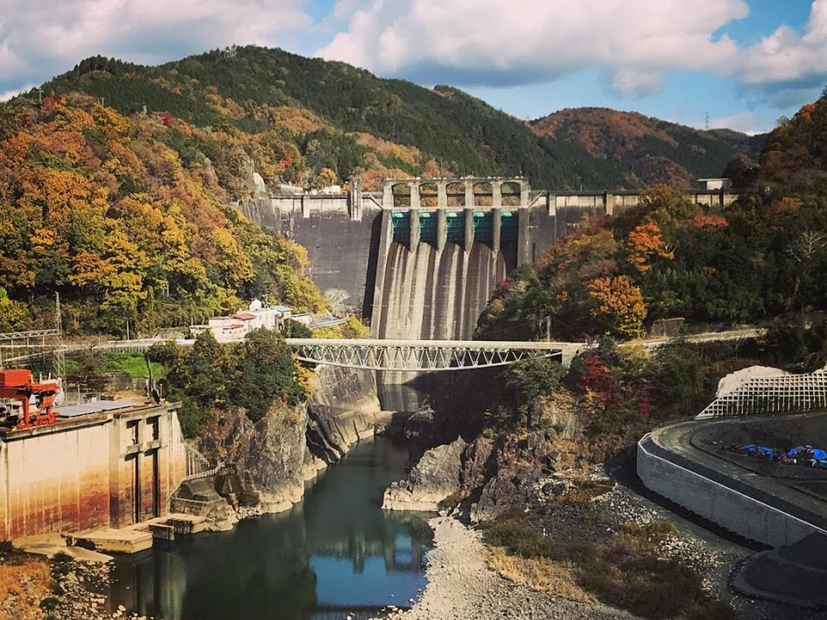 丸山ダム下流の新小沢橋