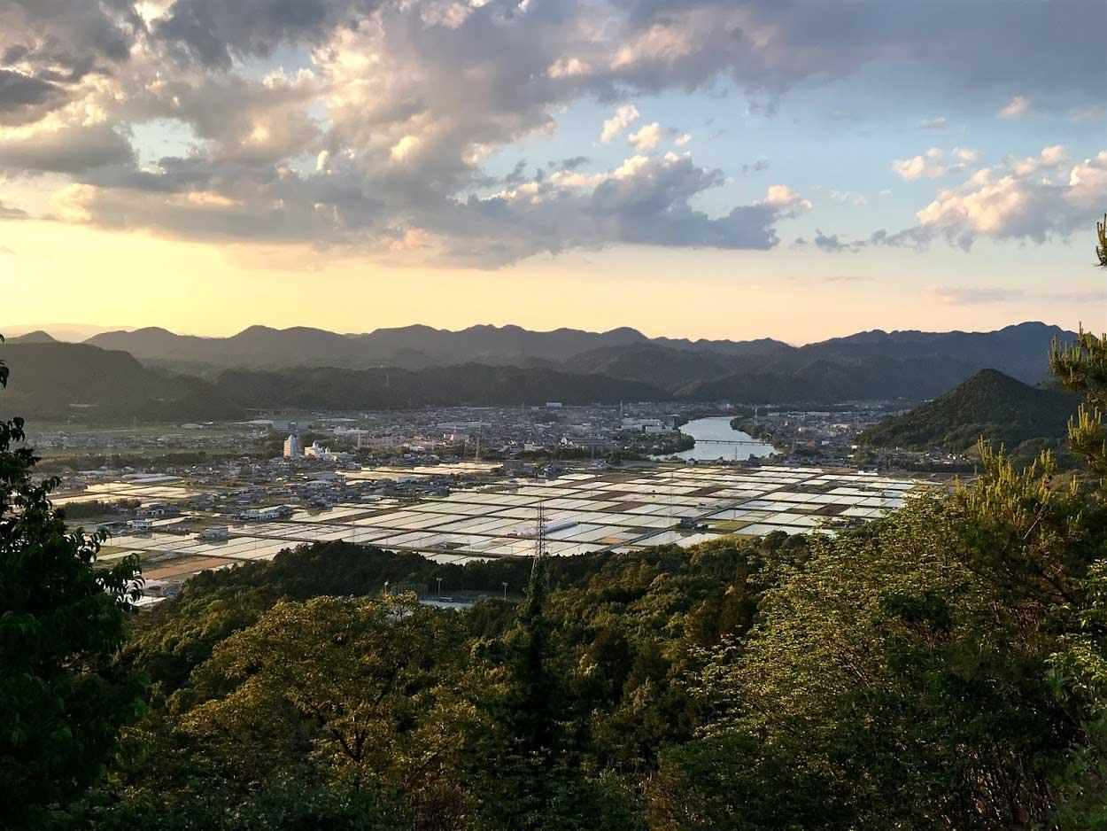 米田白山から川辺町を見る
